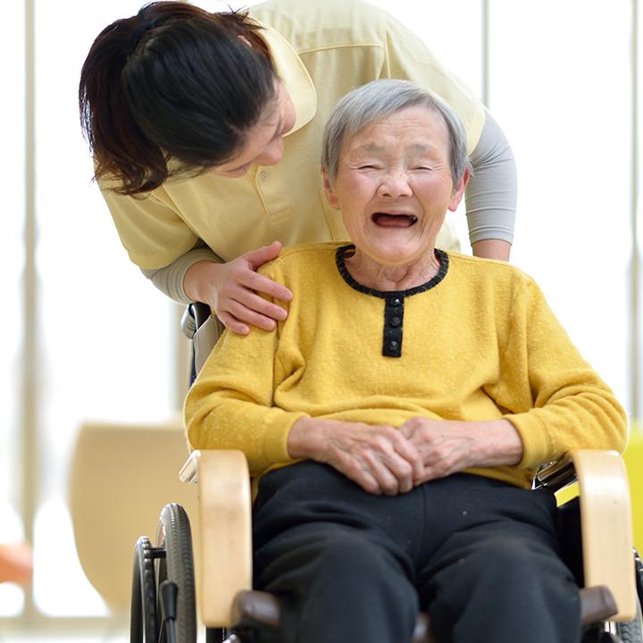 高齢者の尊厳に配慮した職場で働こう